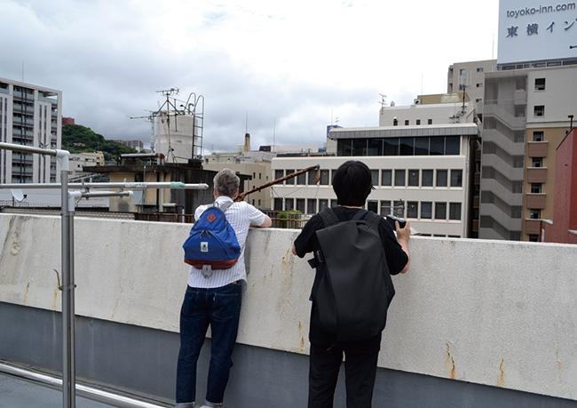 ビルの屋上からまちを俯瞰。いつもと少し違って見えてくる