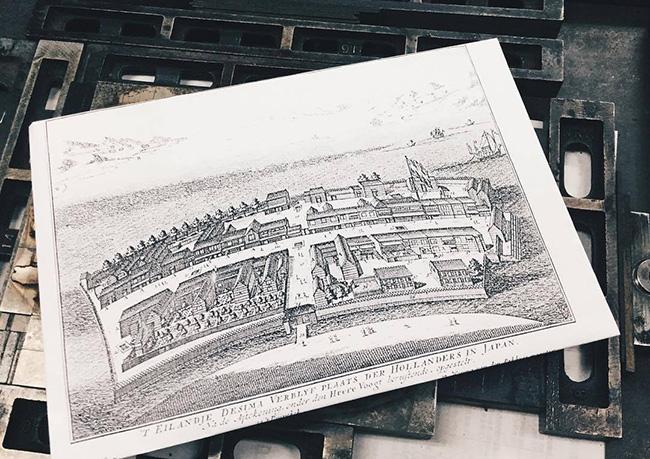 130年ぶりに出島に橋が架かります。これまで何十年も活版に携わってきた福岡「文林堂」の山田さんと、これからの活版を担う小値賀「晋弘舎活版印刷所」の横山桃子さんと一緒に、かつて250年ぶりに再び活版が始まった出島の地で印刷体験を行います。